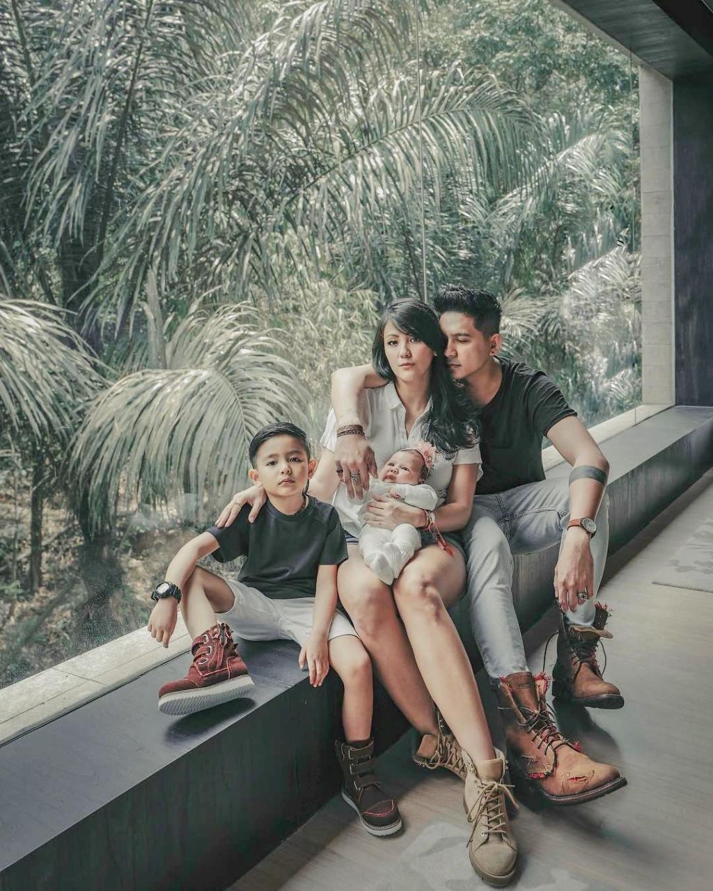 10 Artis Indonesia yang Nikahi Janda & Hidup Bahagia Sampai Sekarang