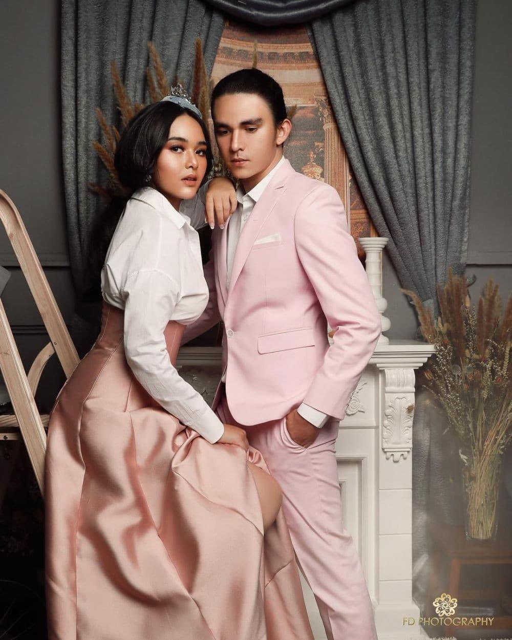 Photo of Baru Pacaran, 10 Potret Pasangan Artis Ini Sudah Seperti Pre Wedding