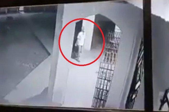 Pelaku Pelempar Kotoran ke Dalam Masjid Jami